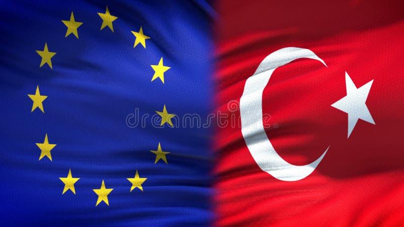 Förbindelse för bakgrund för flaggor för europeisk union och Turkiet diplomatiska och ekonomiska, fotografering för bildbyråer