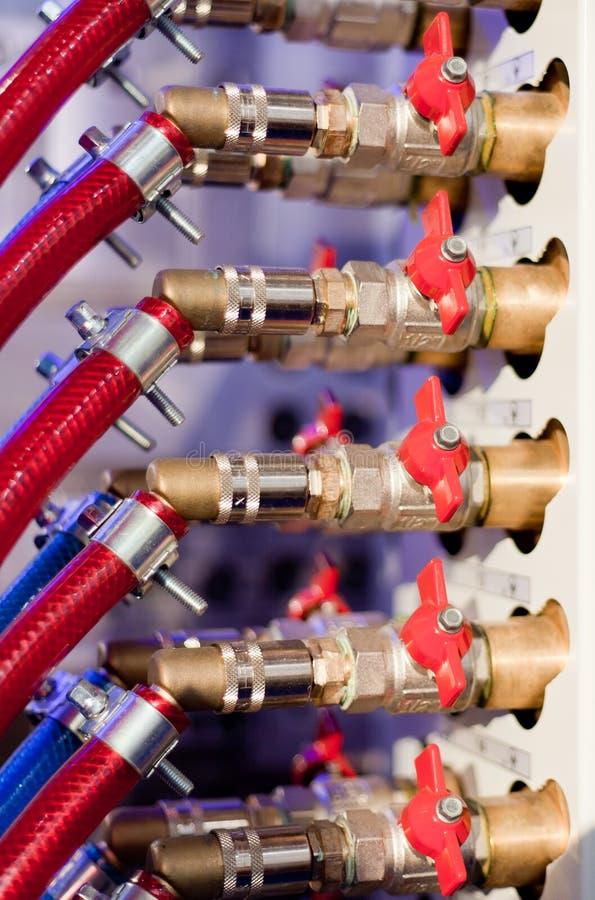 förbindelseset ventiler för rørred arkivbild