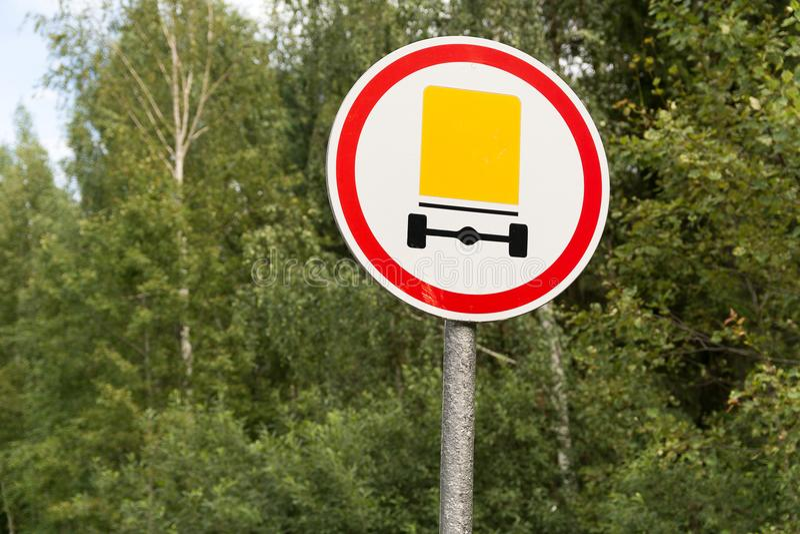 Förbjuda vägmärkerörelse av medel royaltyfri bild