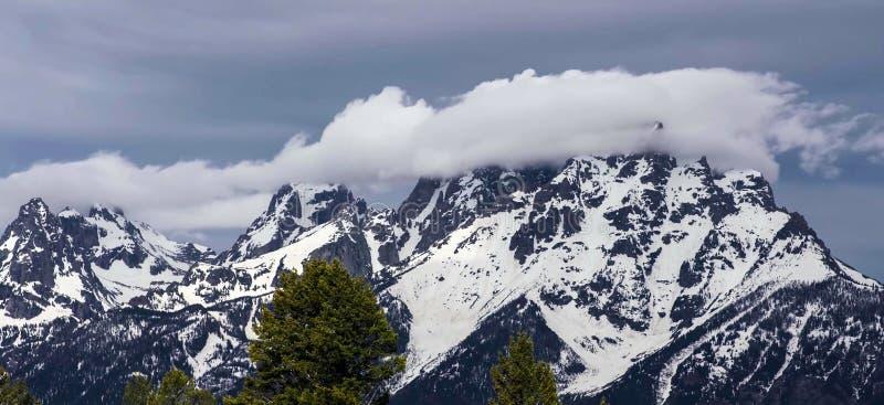 Förbluffa berg i den storslagna Teton nationalparken arkivfoton
