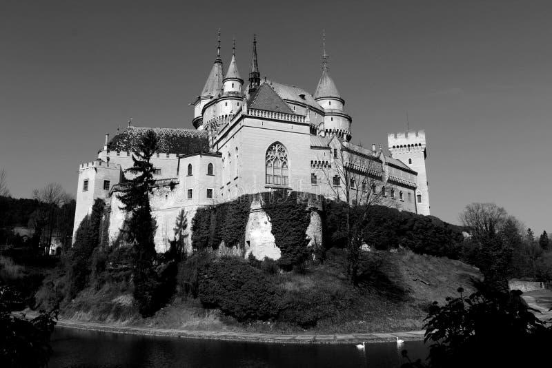 Förbluffa den Bojnice slotten, Bojnice, Slovakien arkivbild
