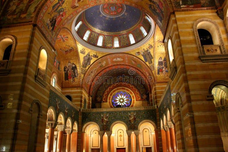 Förbluffa detaljen i kyrkas inre arkitektoniska design, domkyrkabasilika, St Louis, Mo, 2019 royaltyfri foto