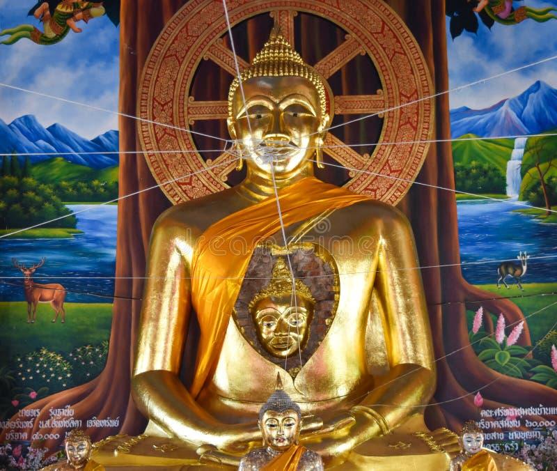 Förbluffa en framsida av den forntida Buddha i Buddha arkivfoto