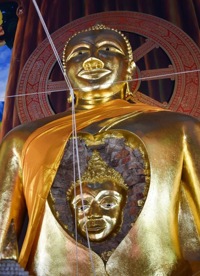Förbluffa en framsida av den forntida Buddha i Buddha royaltyfri bild