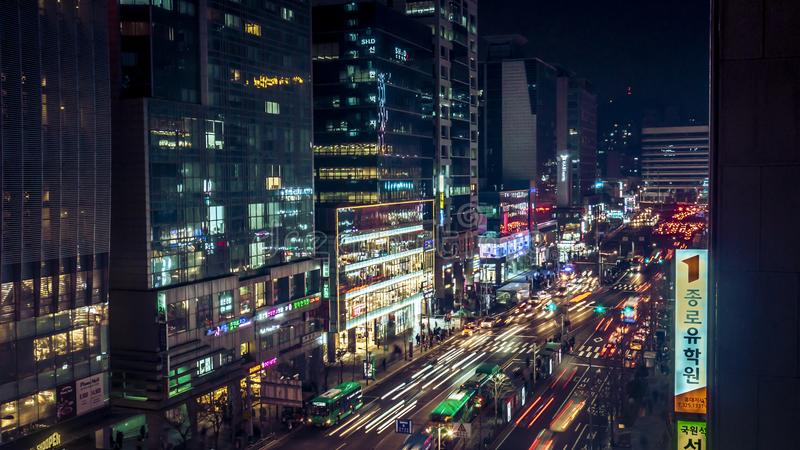 Förbluffa Korea Seoul nattsikt med byggnad och trafik arkivbild
