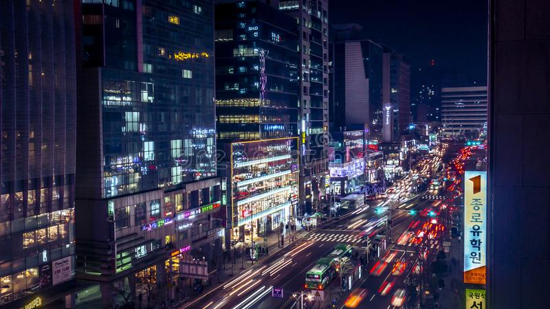 Förbluffa Korea Seoul nattsikt med byggnad och trafik arkivbilder