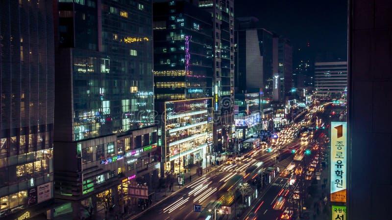 Förbluffa Korea Seoul nattsikt med byggnad och trafik arkivfoto