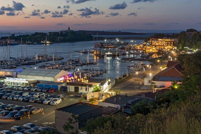 Förbluffa nattpanorama av port av Sozopol, Burgas region, Bulgarien royaltyfri foto