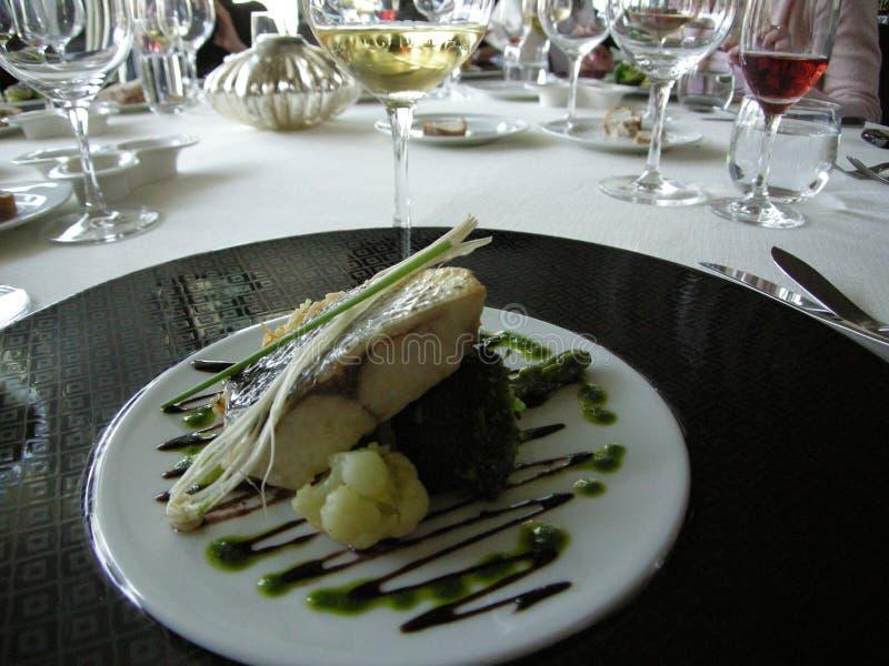 Förbluffa portugisisk lyxmat och vin royaltyfria bilder