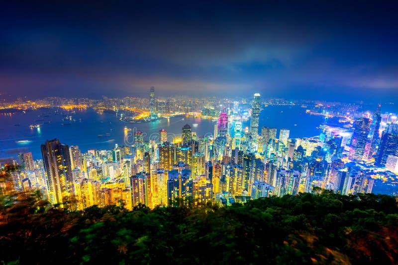 Förbluffa sikt av den Victoria hamnen från maximumet, Hong Kong arkivfoto