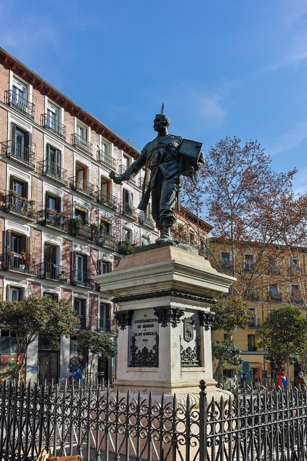 Förbluffa sikt av monumentet till Eloy Gonzalo hjälten av Cascorro i stad av Madrid royaltyfri foto