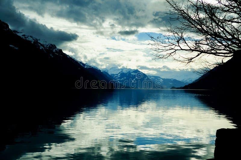 Förbluffa sikten av sjön Brienz, Schweiz royaltyfri fotografi