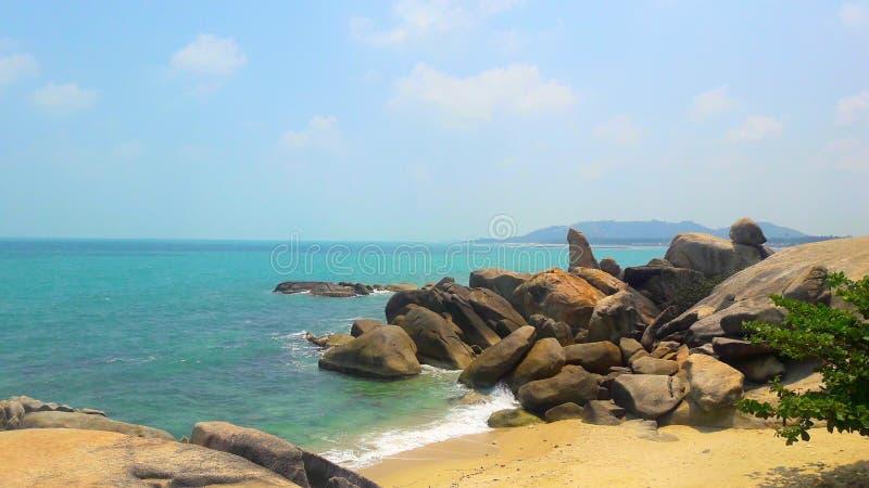 Förbluffa stenar av den Lamai stranden Koh Samui arkivbilder
