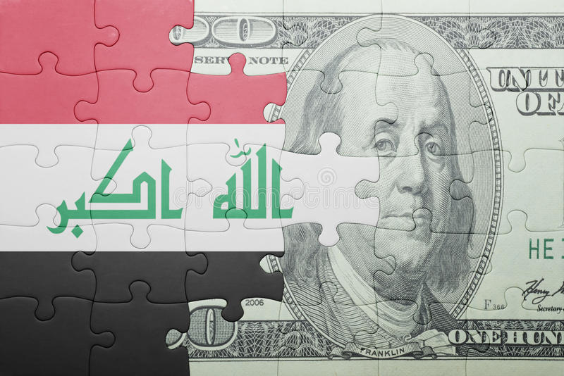 Förbrylla med nationsflaggan av den Irak och dollarsedeln royaltyfri foto