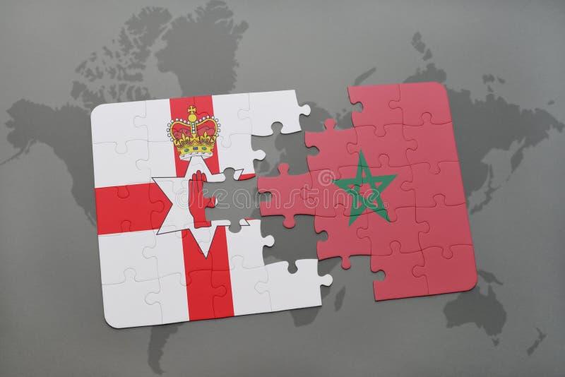 Förbrylla med nationsflaggan av nordligt - Irland och Marocko på en världskarta vektor illustrationer