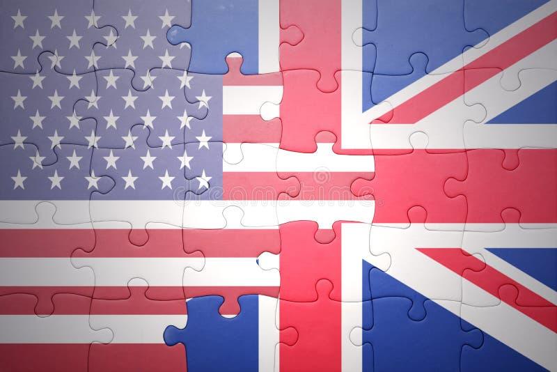 Förbrylla med nationsflaggorna av USA och Storbritannien royaltyfri bild