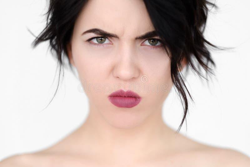Förbryllad förbryllad arg kvinna för sinnesrörelse framsida royaltyfri foto