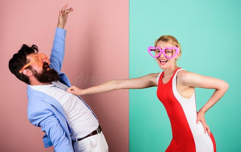 förbunden förälskelse förhållanden Frienship av den lyckliga mannen och kvinnan höft fotografering för bildbyråer
