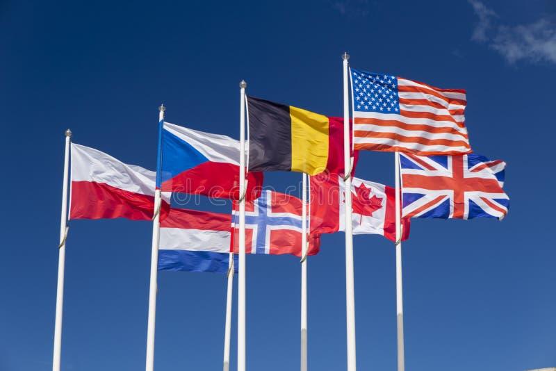 Förbundna styrkaflaggor, Normandie, Frankrike royaltyfri foto