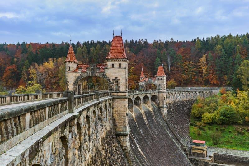 Fördämning Les Kralovstvi i tjeck fotografering för bildbyråer