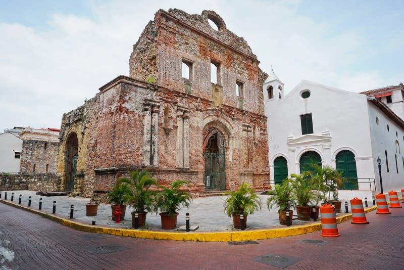 Fördärva av den Santo Domingo kloster i Panama City arkivfoto