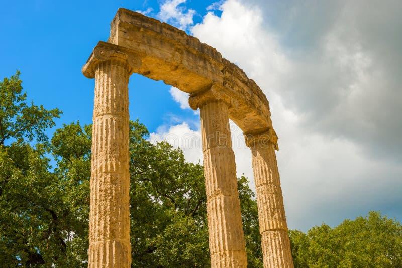 Fördärva av Philipps tempel i Olympia, Grekland royaltyfria foton