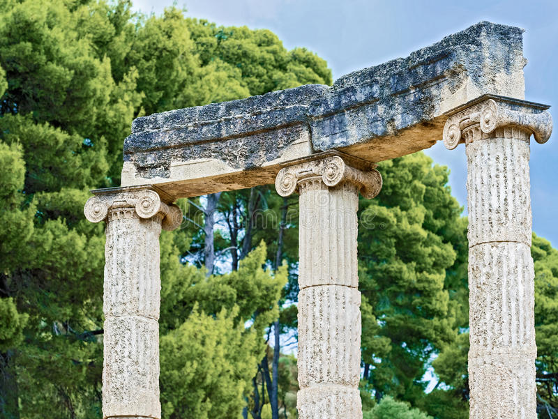 Fördärva av Philipps tempel i Olympia, Grekland royaltyfria bilder
