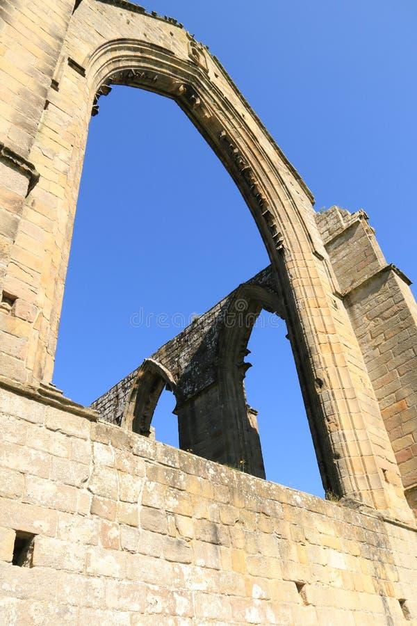 Fördärva fönsterbågen på den Bolton abbotskloster arkivbild