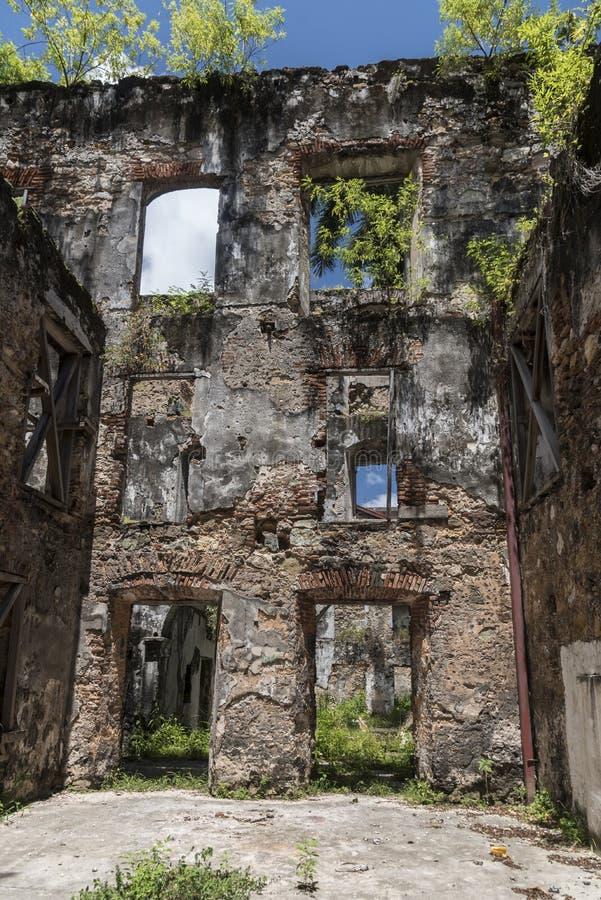 Fördärvad byggnad på en sidogata, gammal stad, Panama City, Panama arkivbild