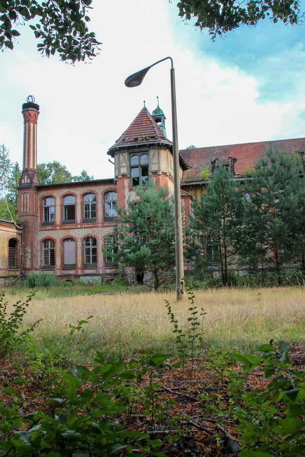 Fördärvar av Beelitz-Heilstätten förlorade stället Berlin Brandenburg arkivbilder