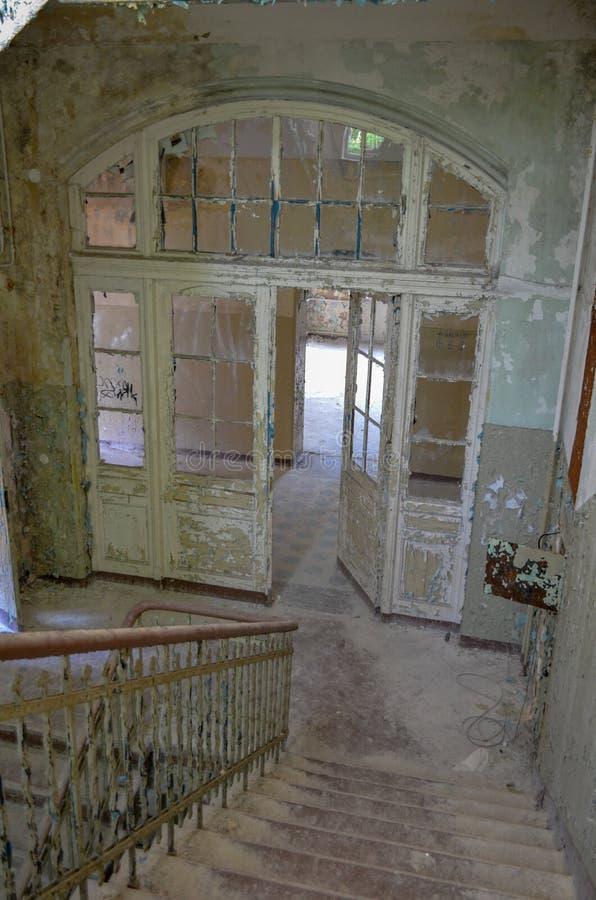 Fördärvar av Beelitz-Heilstätten förlorade stället Berlin Brandenburg arkivbild