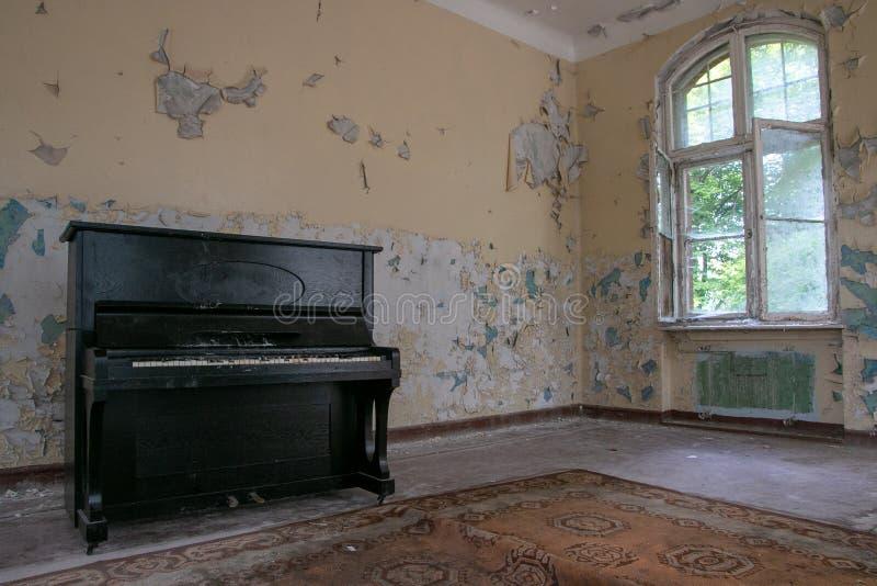 Fördärvar av Beelitz-Heilstätten förlorade stället Berlin Brandenburg royaltyfria bilder