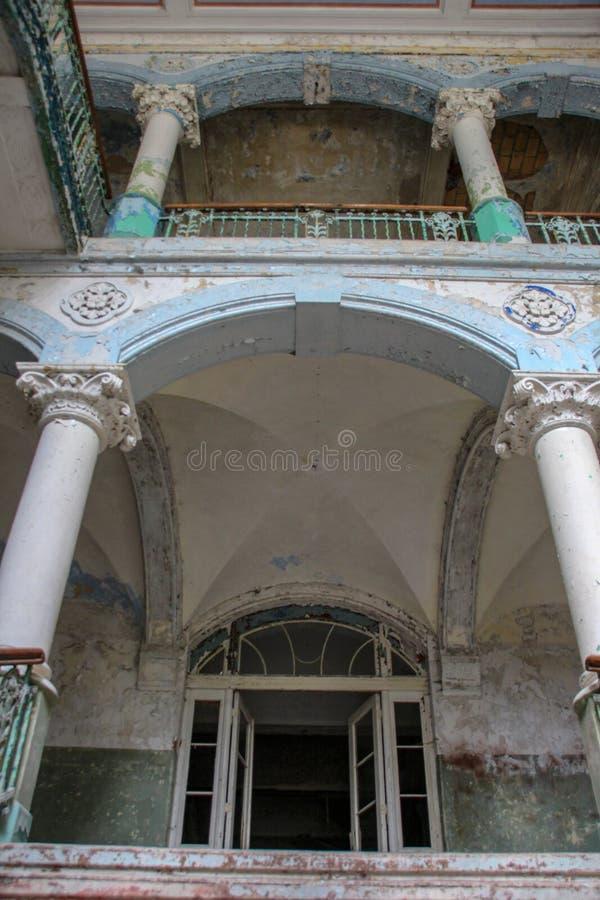 Fördärvar av Beelitz-Heilstätten förlorade stället Berlin Brandenburg royaltyfri foto
