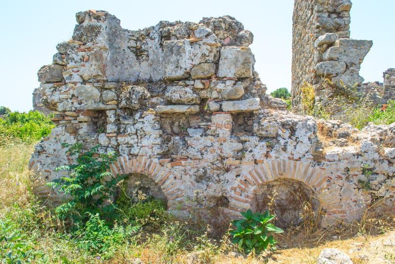 Fördärvar av byggnader av den forntida staden kalkon Sidostad royaltyfri foto