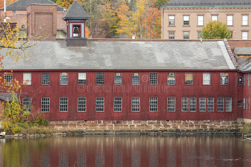 Fördärvar av Collins Axe Factory i Collinsville, Connecticut arkivfoton
