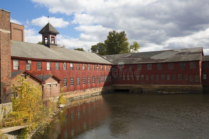 Fördärvar av Collins Axe Factory i Collinsville, Connecticut arkivbild
