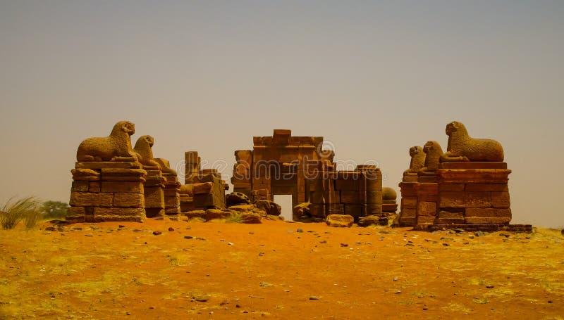 Fördärvar av den Amun templet Naqa Meroe, forntida Kush Sudan arkivfoto
