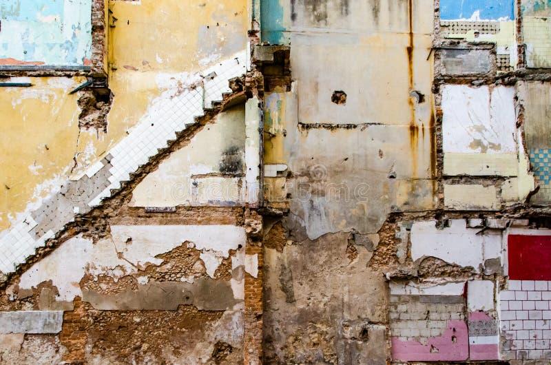 Fördärvar av den Centro Havana kommunen, Kuba royaltyfria bilder