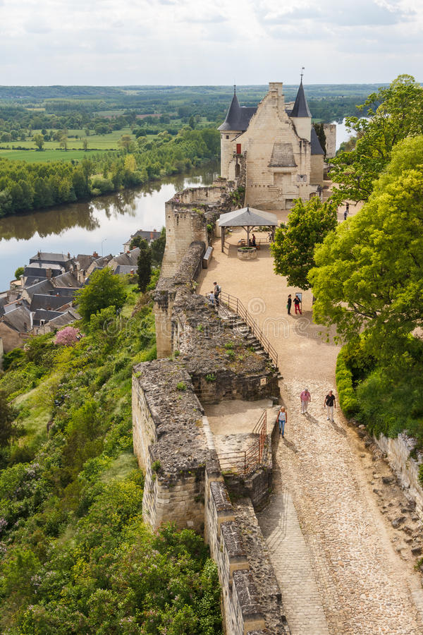 Fördärvar av den Chinon slotten royaltyfria foton