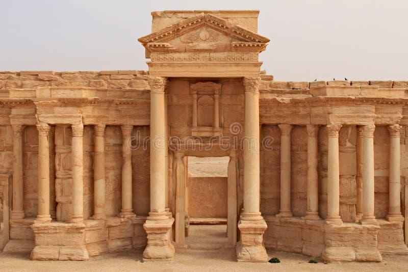 Fördärvar av den forntida amfiteatern i Palmyra kort förr kriget, 2011 royaltyfri fotografi