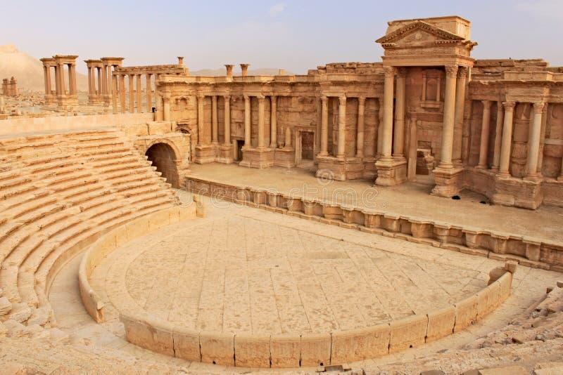 Fördärvar av den forntida amfiteatern i Palmyra kort förr kriget, 2011 royaltyfri bild