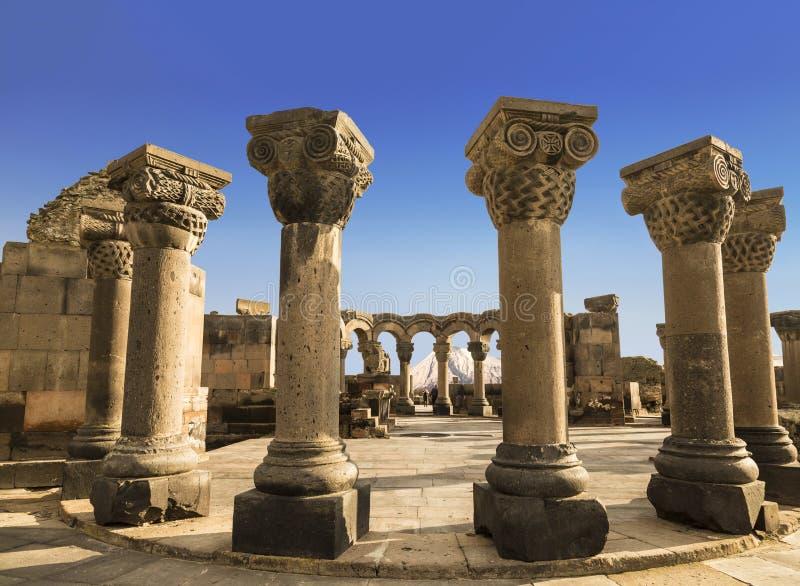 Fördärvar av den forntida medeltida templet av Zvartnots i Armenien royaltyfri foto