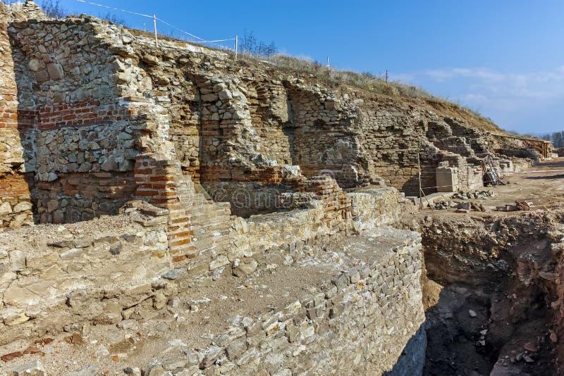 Fördärvar av den forntida staden Heraclea Sintica - som byggs av Philip II av Macedon, Bulgarien arkivfoto