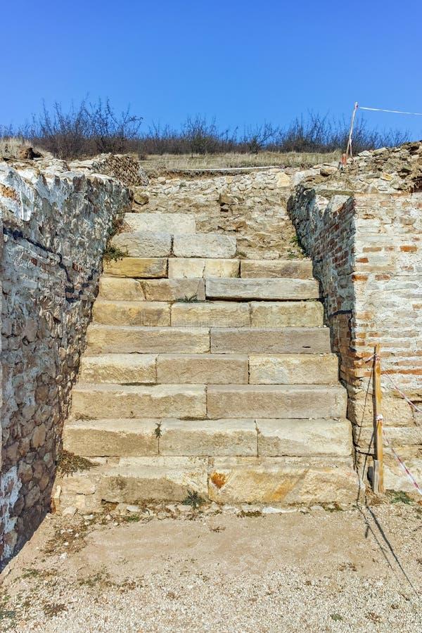 Fördärvar av den forntida staden Heraclea Sintica - som byggs av Philip II av Macedon, Bulgarien royaltyfri foto