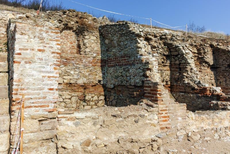 Fördärvar av den forntida staden Heraclea Sintica - som byggs av Philip II av Macedon, Bulgarien royaltyfri fotografi