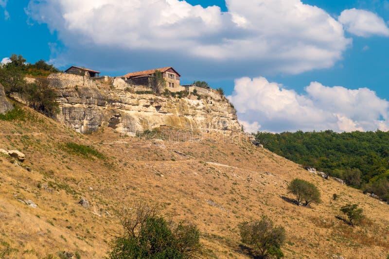 Fördärvar av den forntida staden i bergen crimea arkivbild