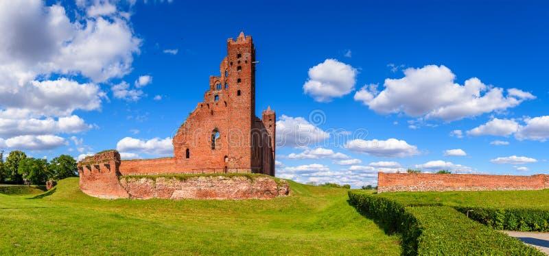 Fördärvar av den gotiska Teutonic slotten i Radzyn Chelminski, Polen, Europa fotografering för bildbyråer