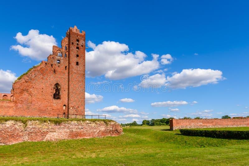 Fördärvar av den gotiska Teutonic slotten i Radzyn Chelminski, Polen, Europa royaltyfri fotografi