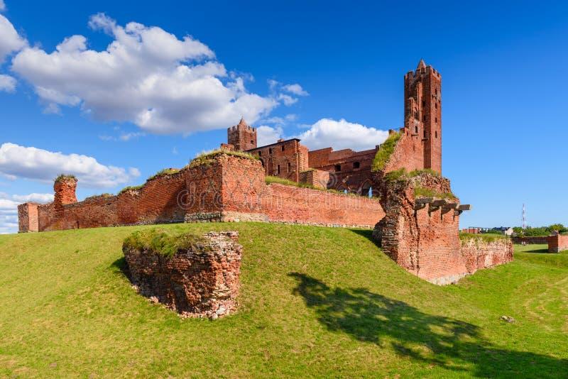 Fördärvar av den gotiska Teutonic slotten i Radzyn Chelminski, Polen, Europa arkivbilder