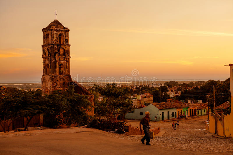 Fördärvar av den koloniala katolska kyrkan av Santa Ana i Trinidad, Kuba arkivbilder